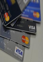 BC quer incentivar uso de cartão de débito com menos custos para lojistas